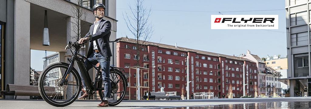 zakenman fietst op een flyer urban upstreet fiets