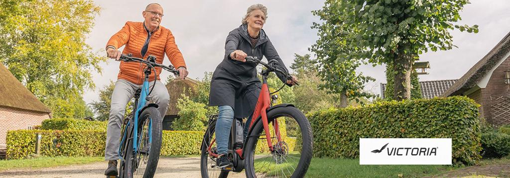 echtpaar fiets op elektrische fietsen van victoria